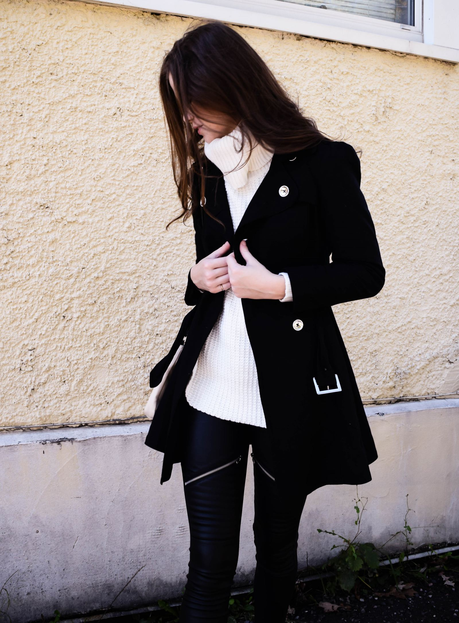 Get the London Look_01 | Monochrome Minimalist