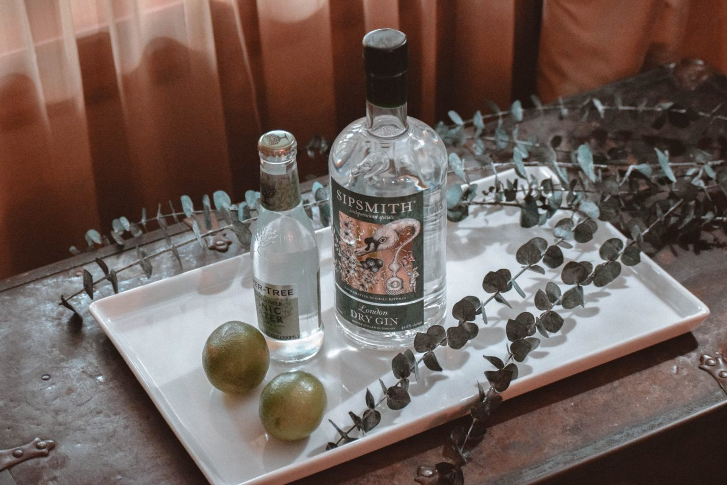 holiday cocktail | holiday cocktail recipe | gin & tonic | fever tree tonic | gin cocktails