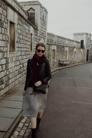 Windsor Castle, Budgeting, Monochrome Minimalist