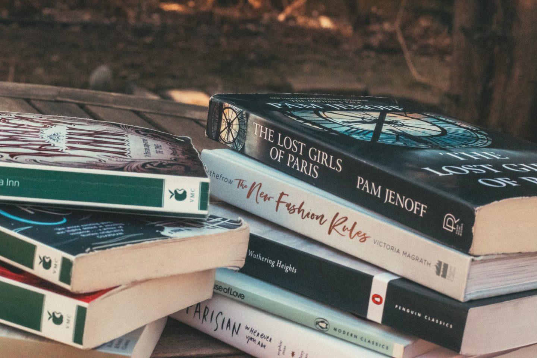 My Quarantine Reading List | Reading List 2020 | Daphne Du Maurier | Inthefrow | Monochrome Minimalist